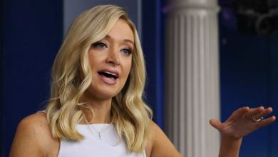 Kayleigh McEnany leaves letters for incoming Biden press officials
