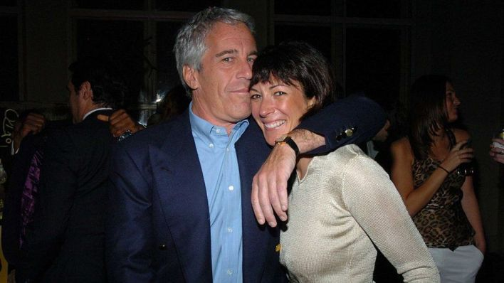 Ghislaine Maxwell offers to give up UK and French citizenship for bail