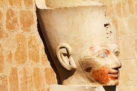 The oldest is that of Seqenenre Tao, the last king of the 17th dynasty, who reigned in the 16th century BC and is thought to have met a violent death.