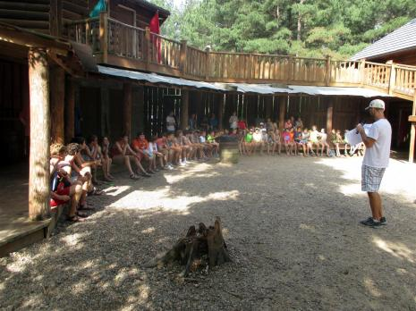 Courtyard~002-Jordan_tells_the_kids_some_things_about_camp