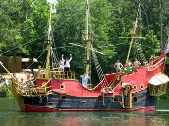 Ship~087- Carolina battling at sea