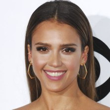celebrities-with-thick-eyebrows-jessica-alba