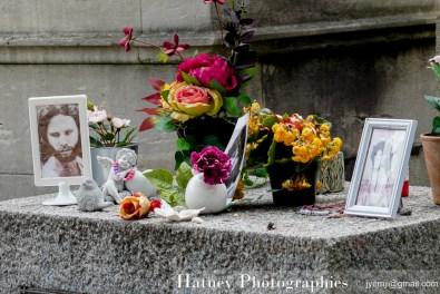 Jim MORRISON,Art Funéraire, Cemetery, Cimetière, Cimetière du Père Lachaise, France, Friedhof, Hatuey Photographies, Paris, Père Lachaise, Père-Lachaise, cimitero, graveyard,Fleurs,