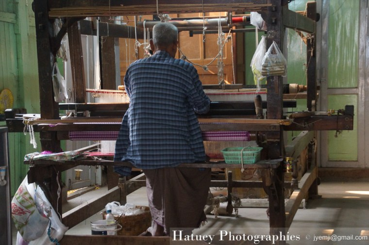 Asie, Hatuey Photographies, Mandalay, Myanmar, Photographies, Tissage,Tissus,Longyi,Artisanat by © Hatuey Photographies