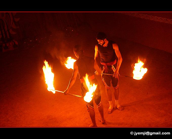 Kalaripayattu in Thekkady (Kerala) Indian martial art. Southern India,Tourism in South India. Pictures of Southern India,Photographs of South India. Photographies en Inde du Sud by © Hatuey Photographies