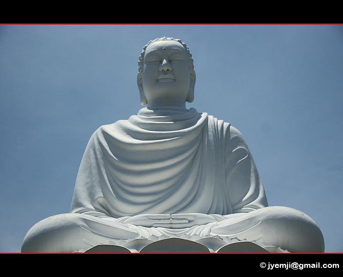 Nha Trang, Buddha Long Son Pagoda. Photographies du Vietnam by © Hatuey Photographies