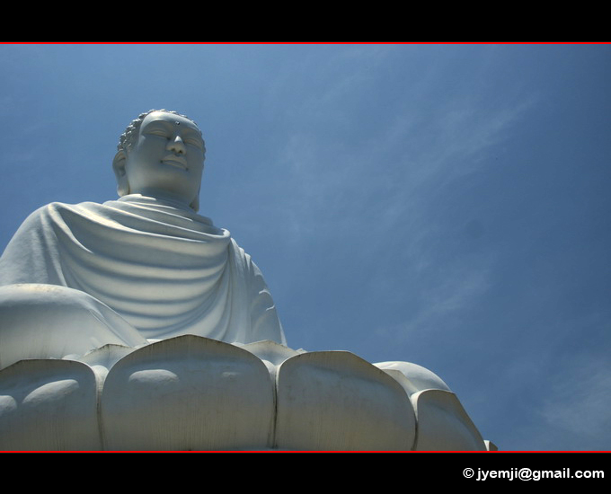 Nha Trang, Bouddha Long Som Temple. Photographies du Vietnam by © Hatuey Photographies