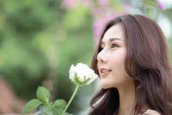 ดอกไม้กับความน่ารักของ ใบมิ้นท์ Unchaleeporn Deerassamee