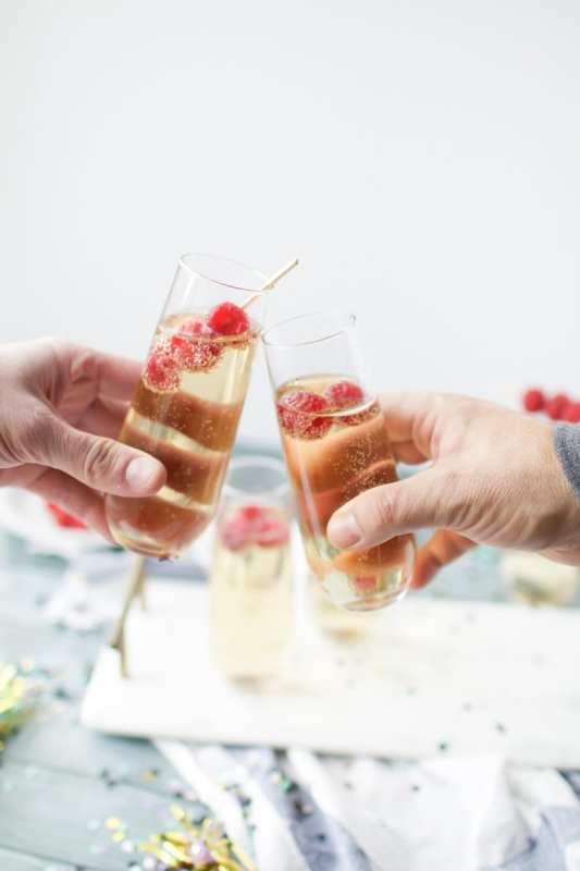 14 New Year's Drink Ideas: Boozy and Booze-Free | winterandsparrow.com #newyearsdrinkideas