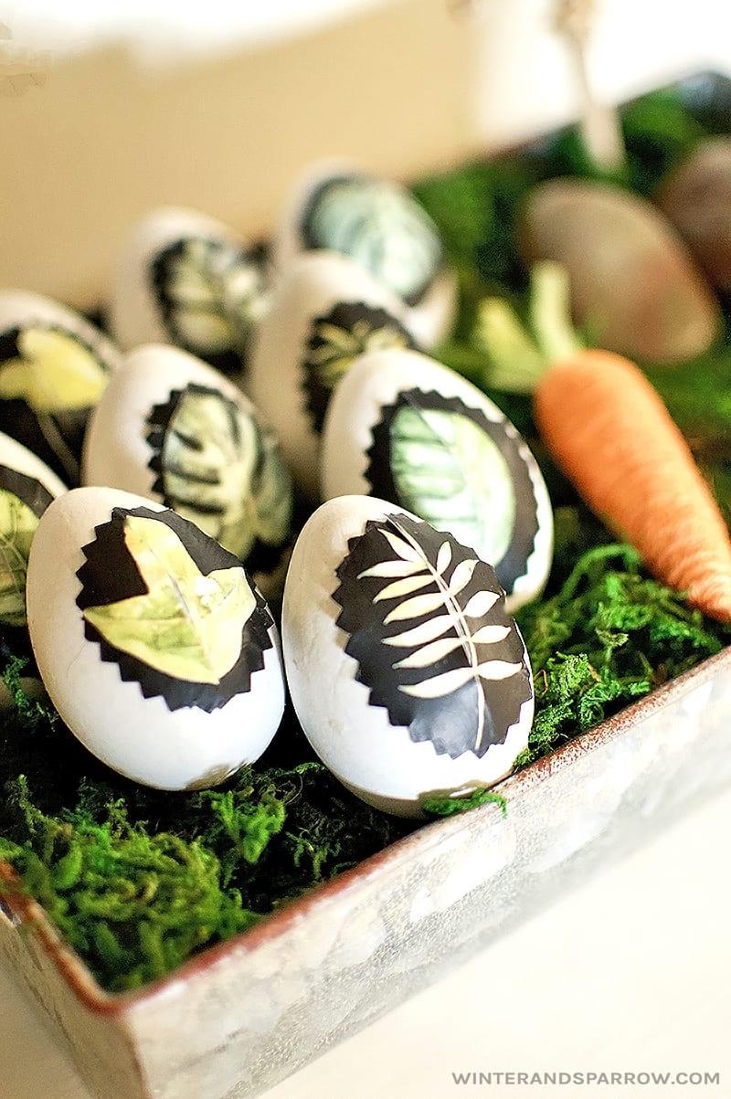 DIY: Learn How To Make Decorative Botanical Easter Eggs winterandsparrow.com