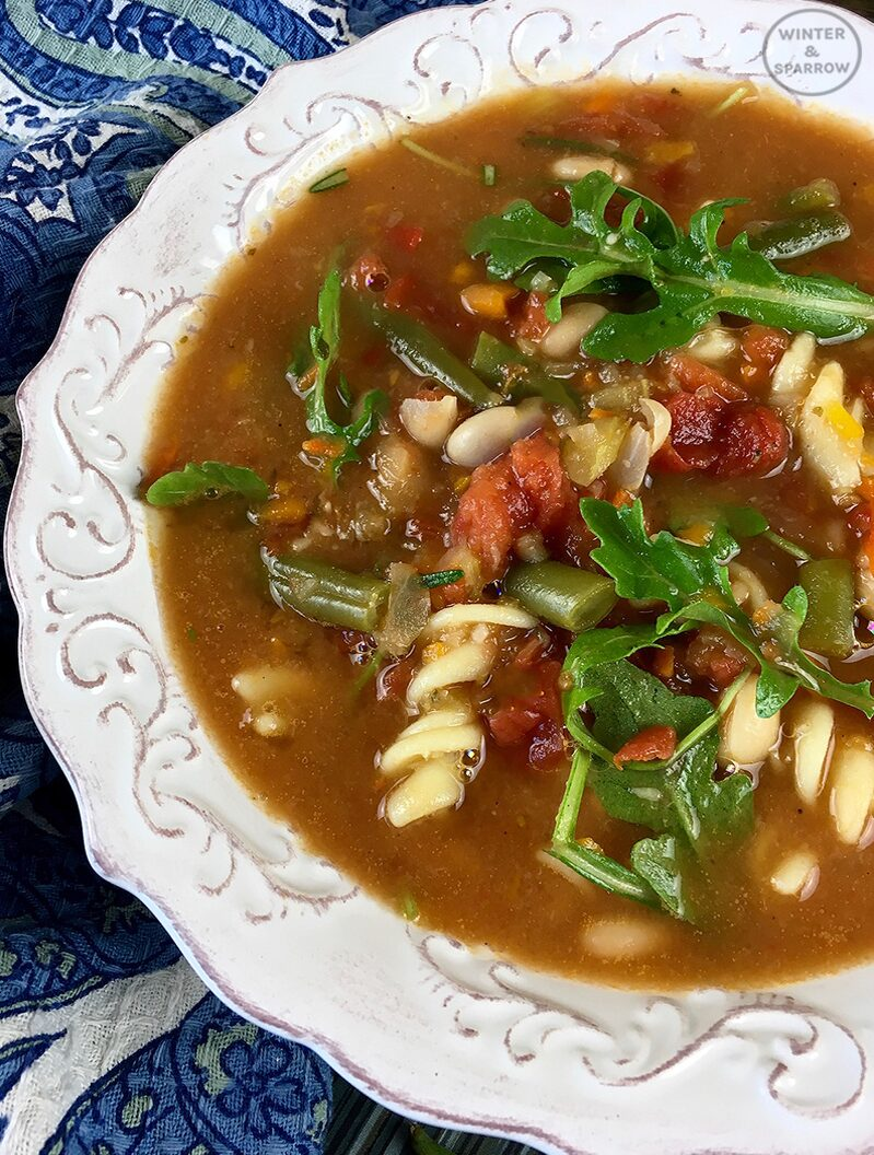 Hearty + Easy Minestrone Soup Recipe | winterandsparrow.com #easysouprecipes #fallsouprecipes #minestronesoup #comfortfood