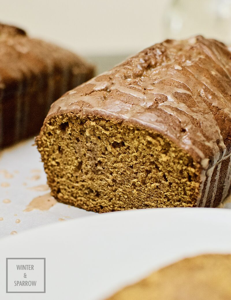 Deliciously Moist Spiced Pumpkin Bread (with Cinnamon Glaze) | winterandsparrow.com #pumpkinspice #pumpkinbread #moistpumpkinbread #spicedpumpkin