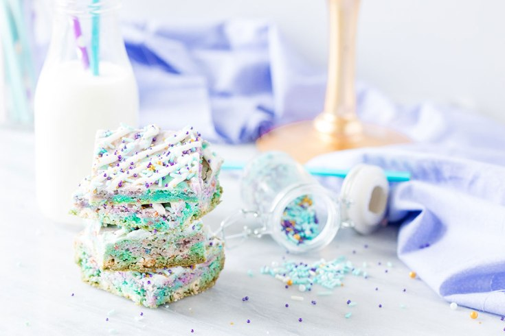 Easy Mermaid Blondies perfect Mermaid Party Dessert Idea