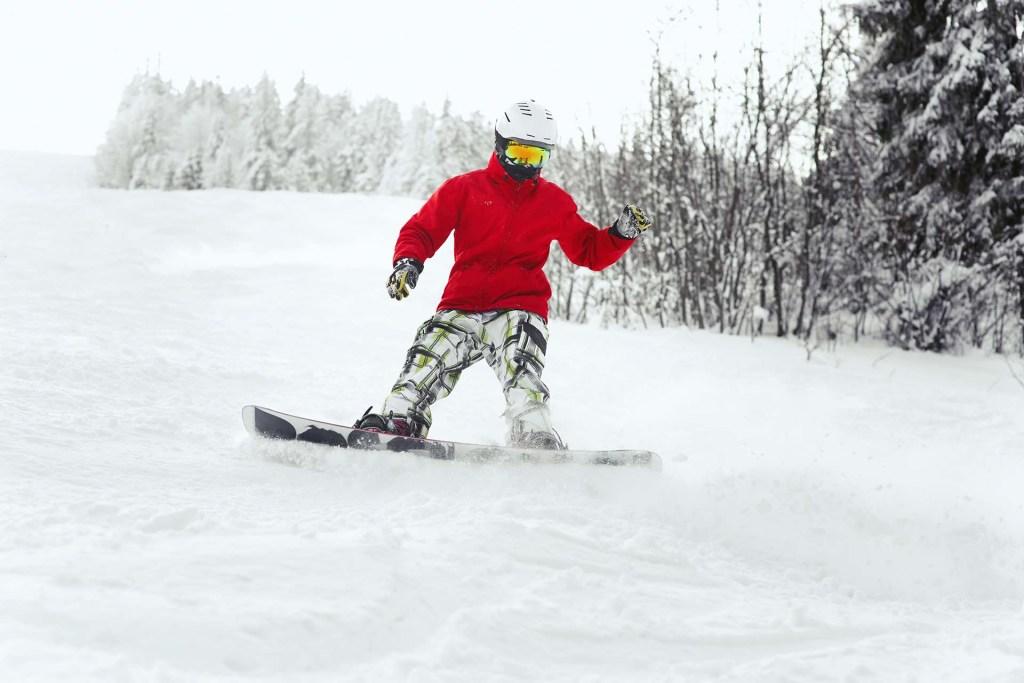 Jak zjeżdżać na tylnej krawędzi snowboardu?