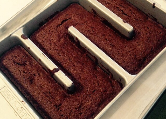 Baker's Edge brownie pan