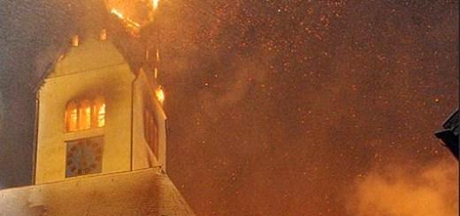 Kerktoren in brand na blikseminslag in Wald im Ostallgäu