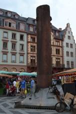 Eine alte Säule aus dem Mainzer Dom