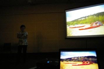 Kinga Kępa opowiada o zwiedzaniu świata kajakiem i zagłębianiu się od czasu do czasu tym środkiem transportu w miejską dżunglę (fot. Tomasz Woźniak)