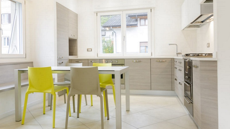 Spesso, le pareti sono irregolari, per cui i mobili su misura diventano fondamentali per sfruttarle al massimo. Ecco 5 Idee Per Usare Il Cartongesso In Cucina