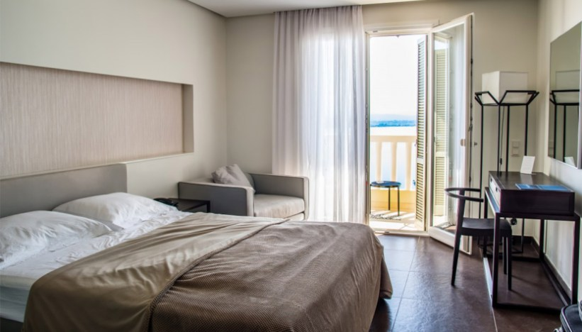 pareti camere da letto moderne in vendita in arredamento e casalinghi: Camera Da Letto Con Mobili Scuri Che Colore Per Le Pareti