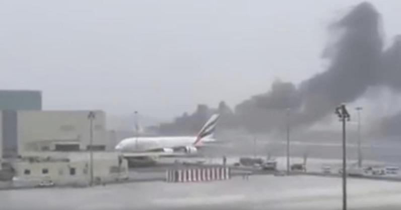 VIDEO: Avión aterriza de emergencia en Dubái y se incendia, muere bombero Captura-de-pantalla-2016-08-03-a-las-2.05.25-p.m.