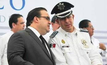 Duarte con el encargado de la marina