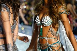 El brasier más caro del mundo que presentó Victoria's Secret Captura-de-pantalla-2016-11-30-18.16.03