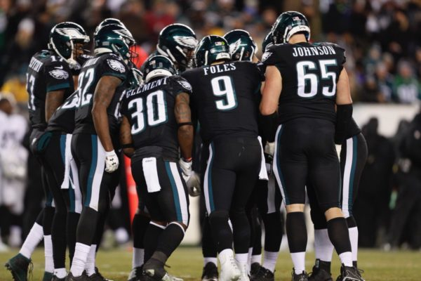 Eagles terminan la campaña regular en la cima