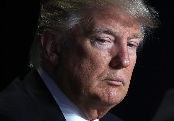 Donald Trump aceptó ofrecer disculpas por retuitear videos extremistas 633549676
