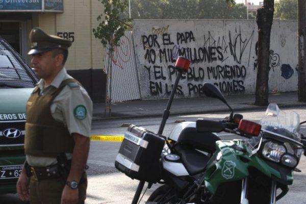 Previo a la visita papal, se registran atentados en iglesias de Santiago atentado-iglesia3-aton-696x464-600x400