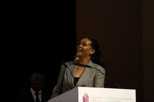 Rihanna y Macron recaudan dinero para financiar educación en África DVGyl0lWAAAUGC5
