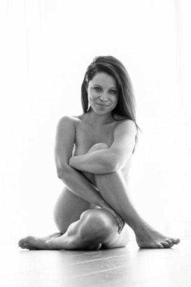 Clases de yoga al desnudo ¡literal! nintchdbpict000384561669-333x500