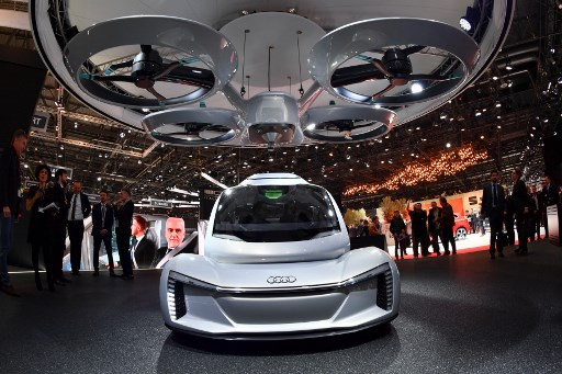 Ya están listos para despegar los primeros carros voladores en Ginebra, Suiza 000_1217AA