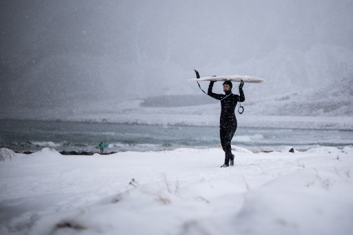 ¿Quién dijo frío? Surfistas en Lofoten dominan olas  a -15 grados 000_12F8J7