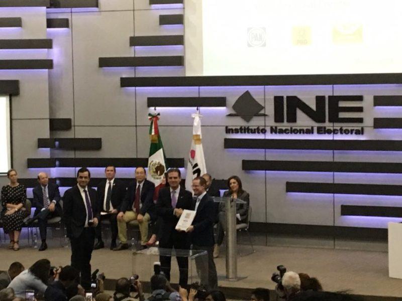 Ricardo Anaya se registró como candidato presidencial ante el INE 29027573_10156370324395362_2306276530327650304_n