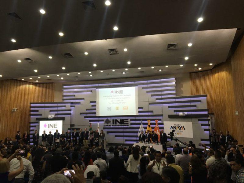 Ricardo Anaya se registró como candidato presidencial ante el INE 29101116_10156370327780362_4426760510666440704_n