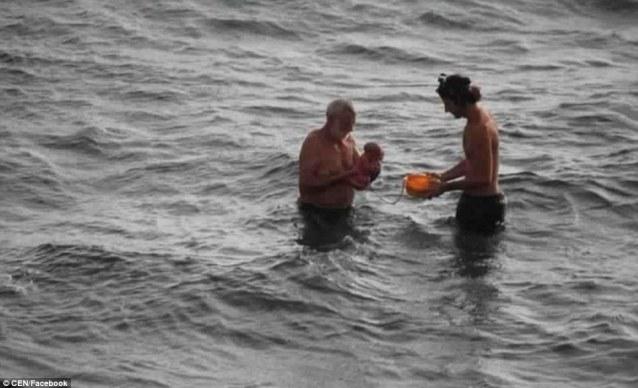 Mientras rompía las olas mujer da a luz en el mar 4A2571A400000578-5494761-Social_media_users_praised_the_apparent_ease_and_beauty_of_the_b-a-67_1520947350710-600x365