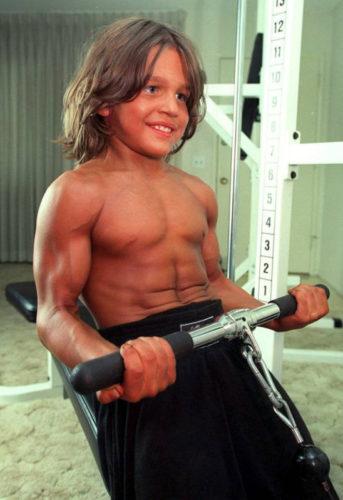 Así luce hoy Richard Sandrak, el niño más musculoso del mundo fullsize-343x500