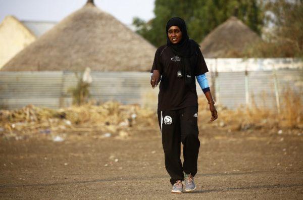 La primera entrenadora de futbol en Sudán hace historia 000_10C2MK-600x396