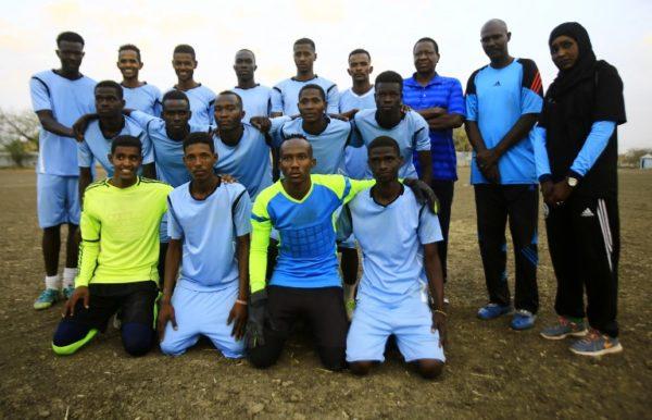 La primera entrenadora de futbol en Sudán hace historia 000_10C2MV-600x386