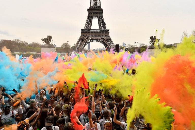 Galería: La Torre Eiffel de colores por una carrera en la que el objetivo no es ganar 000_14181K
