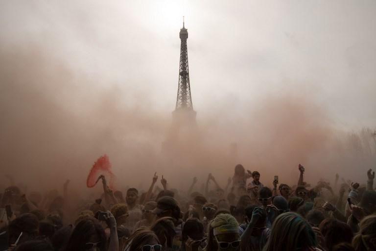Galería: La Torre Eiffel de colores por una carrera en la que el objetivo no es ganar 000_1418IG