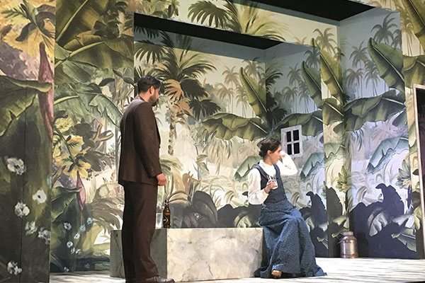 La 'Señorita Julia' en el Teatro Milán, una clásica lucha de poder Seniorita-Julia02-600x400