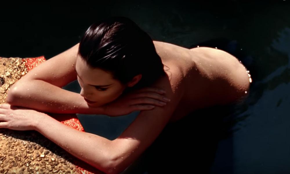 El topless de Kendall Jenner 'desnuda' su lado más natural Topless-de-Kendall-Jenner-3