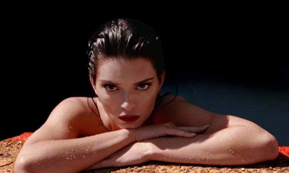 El topless de Kendall Jenner 'desnuda' su lado más natural el-Topless-de-Kendall-Jenner