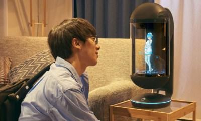 Japonés se casa con un holograma