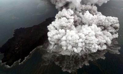 nuevas erupciones de volcán Anak Krakatoa (1)
