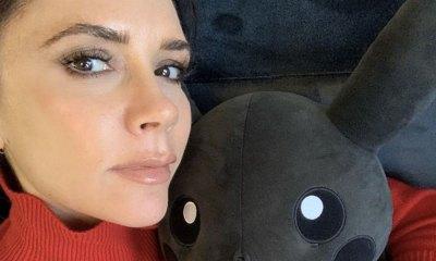 Victoria Beckham y Pikachu