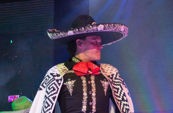 Pedro Fernández celebró con un concierto sus 40 años de trayectoria DSC_0888-600x393