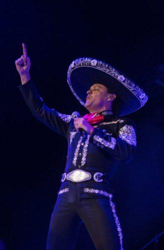 Pedro Fernández celebró con un concierto sus 40 años de trayectoria DSC_0927-329x500